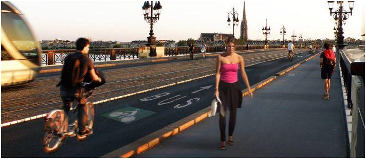 Pont_de_pierre_velo_cite